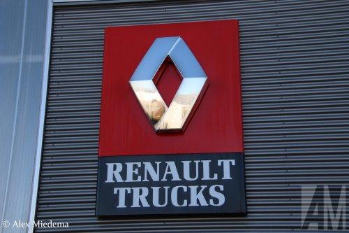 Hier zie je M.S. de Vries (Bitgum) × met een Renault Logo, opgebouwd zonder opbouw.  https://youtu.be/2jmNwZ02tUM