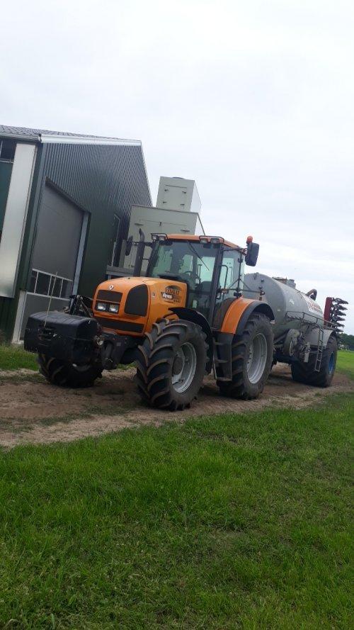 Renault Ares 816 RZ met duport. Geplaatst door Rickwagter op 09-06-2020 om 17:30:00, op TractorFan.nl - de nummer 1 tractor foto website.