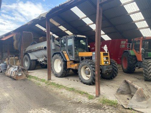 Foto van een Renault 145-14. Geplaatst door langeniebange op 07-07-2021 om 14:08:29, op TractorFan.nl - de nummer 1 tractor foto website.