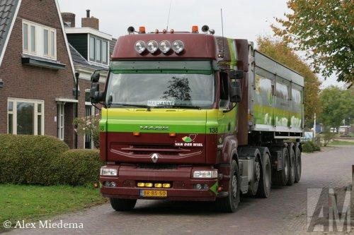 Foto van een Renault Premium 1st gen, opgebouwd als dumper / kipper.. Geplaatst door Alex Miedema op 04-10-2014 om 17:39:47, op TractorFan.nl - de nummer 1 tractor foto website.