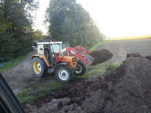 Compost laden. Geplaatst door Bleistra op 31-08-2016 om 19:42:38, op TractorFan.nl - de nummer 1 tractor foto website.