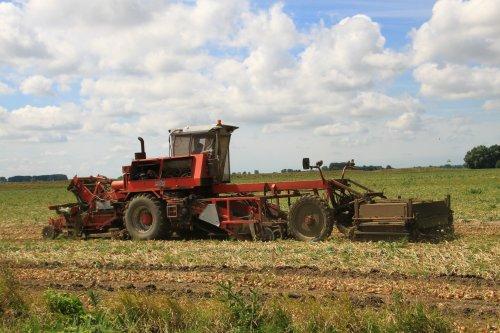 Foto van een Riecam werktuigdrager. Geplaatst door alfredo op 06-08-2016 om 19:43:05, op TractorFan.nl - de nummer 1 tractor foto website.