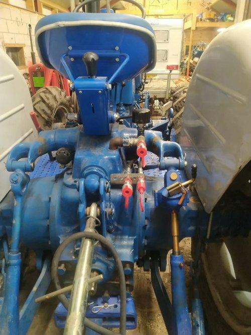 Foto van een Roadless Ploughmaster 75 hydroliek ventiel geplaatst.. Geplaatst door fordsonpowernuf op 06-02-2021 om 22:08:01, met 2 reacties.