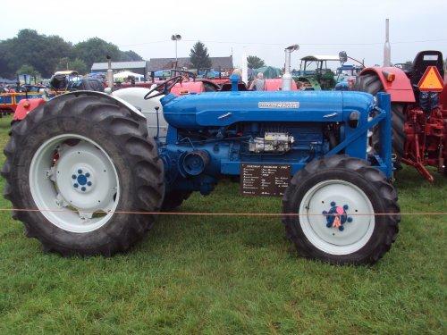 Foto van een Roadless Super Major  panningen 2012. Geplaatst door fomoco60 fomoco60 op 12-11-2016 om 21:24:09, op TractorFan.nl - de nummer 1 tractor foto website.