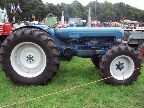 Foto van een Roadless Super Major paningen 2011. Geplaatst door fomoco60 fomoco60 op 12-11-2016 om 21:29:20, op TractorFan.nl - de nummer 1 tractor foto website.
