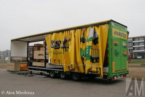 Foto van een Royen oplegger, opgebouwd als zeilenwagen.. Geplaatst door Alex Miedema op 04-12-2014 om 16:48:47, op TractorFan.nl - de nummer 1 tractor foto website.