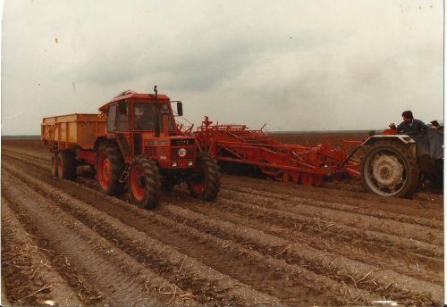 Foto van een Same Onbekend aan het aardappels rijden. Geplaatst door wilbert-van-de-streek op 26-12-2016 om 15:52:48, met 3 reacties.