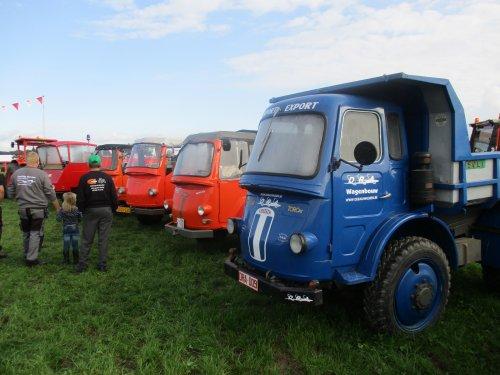 5 Samecar's met als eerste een Samecar Toro. dit is een wegenbouw uitvoering.. Geplaatst door wim-same op 15-08-2017 om 21:10:03, op TractorFan.nl - de nummer 1 tractor foto website.
