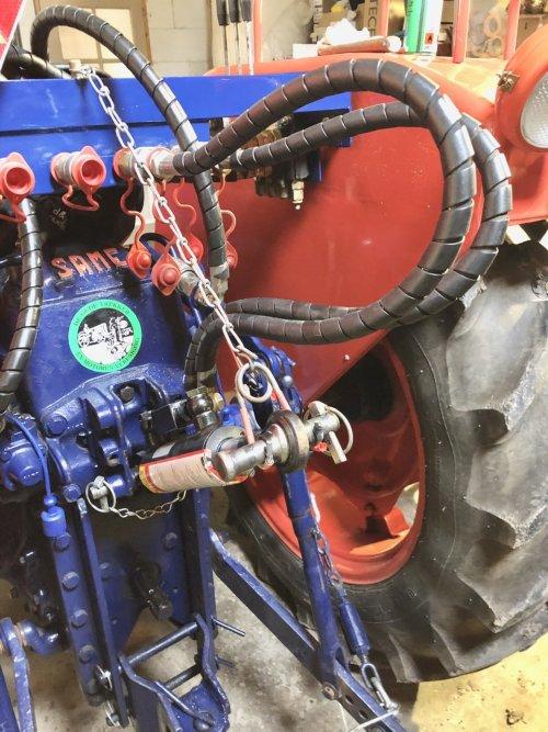 Foto van een Same Minitauro 50 ophanging hydraulische topstang.. Geplaatst door Dick van Driel op 29-02-2020 om 17:51:35, met 3 reacties.