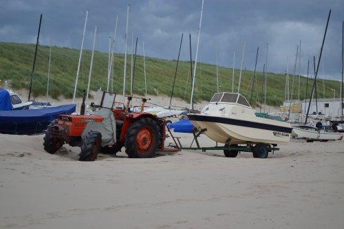Foto van een Same Corsaro 70. Strand Egmond aan Zee.. Geplaatst door Lucas Ensing op 04-08-2020 om 20:24:20, op TractorFan.nl - de nummer 1 tractor foto website.