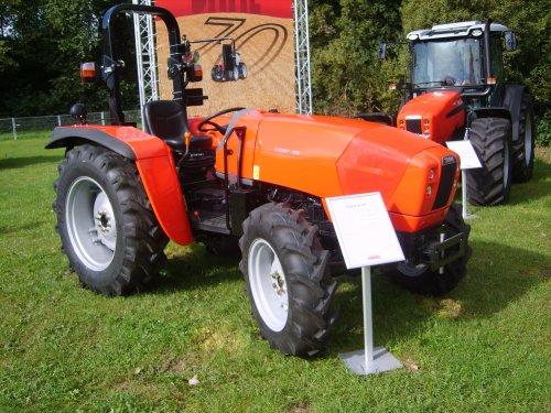 Foto van een Same Tiger 65, bezig met poseren. AgroTechniekHolland.. Geplaatst door TwanB op 08-09-2012 om 22:33:49, met 48 reacties.