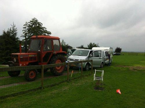 Foto van een Same Taurus 60, bezig met vast zitten.. Geplaatst door rolandfotografie op 04-01-2013 om 14:20:38, op TractorFan.nl - de nummer 1 tractor foto website.