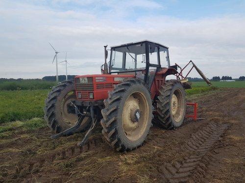 Same Row Crop 85 midden in veld vol wortelen.. Geplaatst door MartijnM71 op 11-09-2016 om 11:23:14, met 2 reacties.
