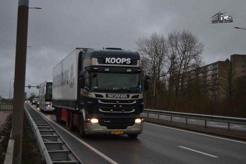 Kijk, daar heb je Wolter Koops Internationale Transporten B.V. met een Scania R420, opgebouwd voor koeltransport.