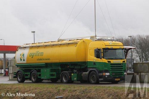 Foto van een Scania G340 van Agrifirm (Apeldoorn) ×, opgebouwd voor bulktransport.. Geplaatst door Alex Miedema op 01-03-2017 om 13:32:52, op TractorFan.nl - de nummer 1 tractor foto website.