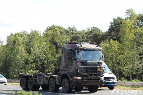 Op deze foto staat Ministerie van Defensie (Utrecht)  × met een Scania 124, opgebouwd voor containertransport.