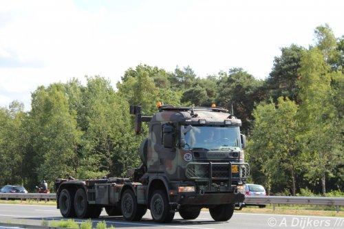 Kijk, daar heb je Ministerie van Defensie (Utrecht)  × met een Scania 124, opgebouwd voor containertransport.