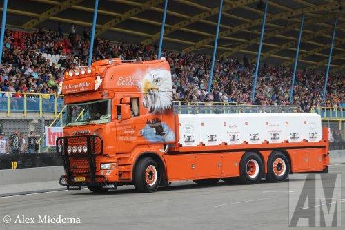 Foto van een Scania R520 van Visgroothandel W. van Wijk B.V., opgebouwd voor dierenvervoer.. Geplaatst door Alex Miedema op 15-08-2016 om 12:23:20, op TractorFan.nl - de nummer 1 tractor foto website.