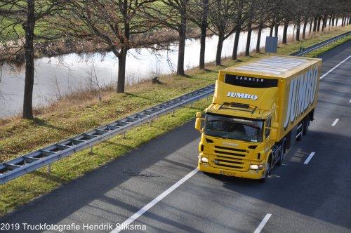 Jumbo Supermarkten (Veghel) × op de foto met een Scania P320, opgebouwd voor koeltransport.. Geplaatst door hendrik-stiksma op 08-09-2019 om 15:26:14, op TractorFan.nl - de nummer 1 tractor foto website.