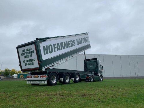 Ook Van Triest steunt alle boeren in Nederland en draagt zijn steentje op deze manier bij. Zoals hun slogan al jaren is, No Farmers No Food!! Zo zijn ze a.s. Dinsdag natuurlijk ook aanwezig bij de demonstratie in Den Haag.