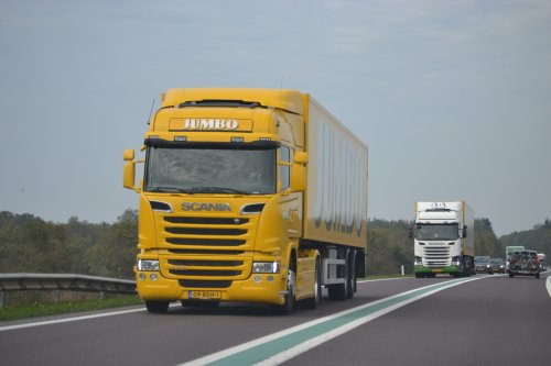 Hier zie je Jumbo Supermarkten (Veghel) × met een Scania G410.. Geplaatst door coen-ensing op 30-10-2019 om 18:18:13, op TractorFan.nl - de nummer 1 tractor foto website.