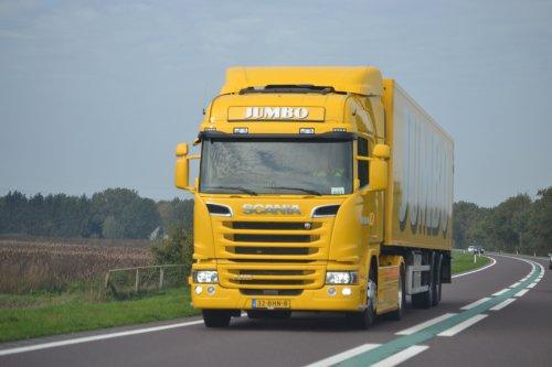 Kijk, daar heb je Jumbo Supermarkten (Veghel) × met een Scania G410.. Geplaatst door coen-ensing op 30-10-2019 om 18:18:16, op TractorFan.nl - de nummer 1 tractor foto website.