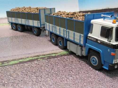 Foto van een Scania 140     bietenwagen  1:43. Geplaatst door Frans NH op 02-01-2020 om 20:30:44, met 19 reacties.