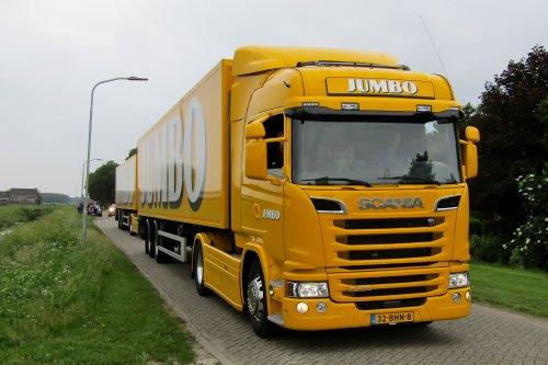 Op deze foto staat Jumbo Supermarkten (Veghel) × met een Scania G410, opgebouwd voor koeltransport.