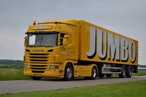 Op deze foto staat Jumbo Supermarkten (Veghel) × met een Scania G420, opgebouwd voor koeltransport.