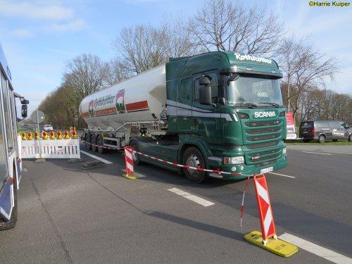 Foto van een Scania R450 van Rothkötter Mischfutterwerk GmbH (Meppen-Versen) ×, opgebouwd voor tanktransport.