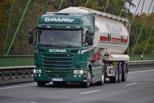 Rothkötter Mischfutterwerk GmbH (Meppen-Versen) × op de foto met een Scania G450, opgebouwd voor bulktransport.