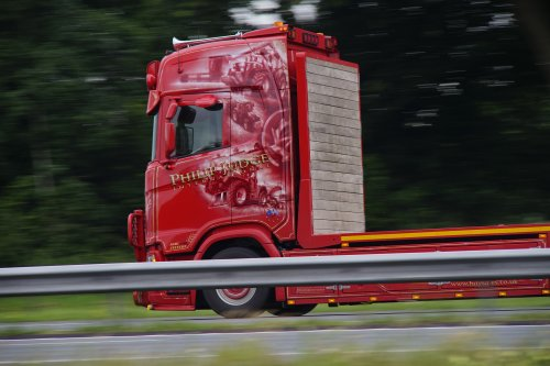 Foto van een Scania Vrachtwagen, opgebouwd als open laadbak.. Geplaatst door E.J.Moes Fotografie  op 02-07-2020 om 17:12:25, op TractorFan.nl - de nummer 1 tractor foto website.