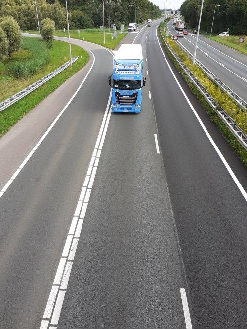 Foto van een Scania Vrachtwagen, opgebouwd met gesloten opbouw.. Geplaatst door Promotie 112 Werkendam op 07-07-2020 om 15:43:02, op TractorFan.nl - de nummer 1 tractor foto website.