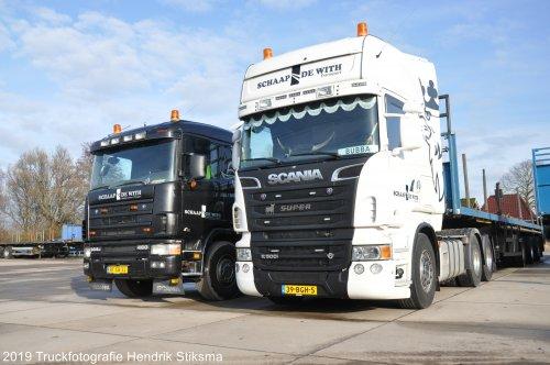 Hier zie je Schaap De With (Heerenveen) × met een Scania Vrachtwagen, opgebouwd als open laadbak.. Geplaatst door hendrik-stiksma op 12-07-2020 om 12:17:28, op TractorFan.nl - de nummer 1 tractor foto website.
