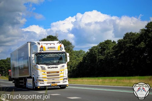 Foto van een Scania Vrachtwagen van Lubbers Transport (Zuidwolde Dr). Geplaatst door Truckspotter.jol op 04-08-2020 om 14:40:04, op TractorFan.nl - de nummer 1 tractor foto website.