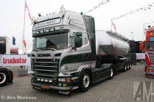 Foto van een Scania R620, opgebouwd voor bulktransport.. Geplaatst door Alex Miedema op 26-07-2014 om 21:47:05, op TractorFan.nl - de nummer 1 tractor foto website.