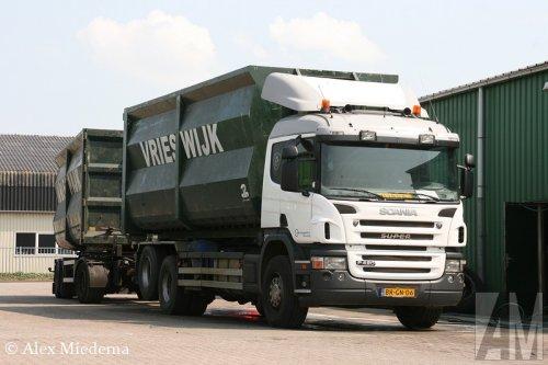Foto van een Scania P420, opgebouwd voor containertransport.. Geplaatst door Alex Miedema op 02-08-2014 om 16:28:08, op TractorFan.nl - de nummer 1 tractor foto website.