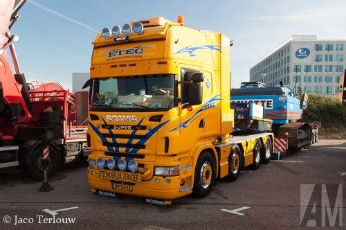 Foto van een Scania R620, opgebouwd voor speciaal transport.. Geplaatst door Alex Miedema op 26-10-2014 om 10:59:43, op TractorFan.nl - de nummer 1 tractor foto website.