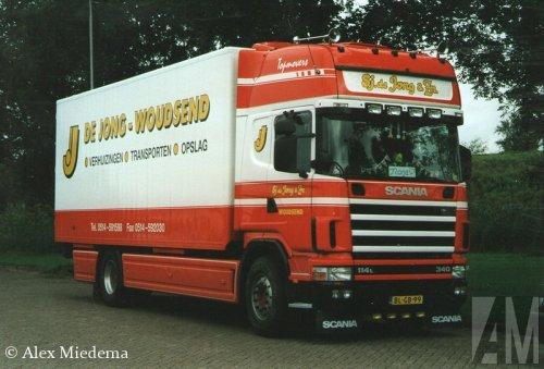 Foto van een Scania 114, opgebouwd met gesloten opbouw. Volgens rdw een 144?. Geplaatst door Alex Miedema op 28-11-2014 om 13:05:02, op TractorFan.nl - de nummer 1 tractor foto website.