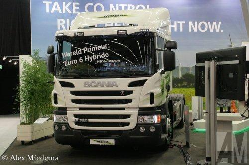 Foto van een Scania P320.. Geplaatst door Alex Miedema op 25-10-2015 om 22:44:28, op TractorFan.nl - de nummer 1 tractor foto website.