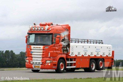 Visgroothandel W. van Wijk B.V. op de foto met een Scania R420, opgebouwd voor dierenvervoer.. Geplaatst door Alex Miedema op 20-12-2015 om 00:11:40, op TractorFan.nl - de nummer 1 tractor foto website.
