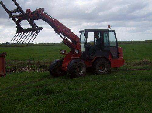 Foto van een Schaffer 450T. Geplaatst door Mthijs op 03-01-2009 om 19:03:17, op TractorFan.nl - de nummer 1 tractor foto website.