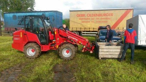 Foto van een Schaffer onbekend. Demo kregen we van Heusden-NV opruimen op TT spalbeek, kisten terug op de aanhangwagen stapelen.