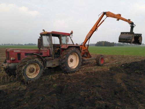 Foto van een Schlüter Super 1250 VL met Vaia-car 2vp/31 bezig met opgebrachte grond weer vlak maken.