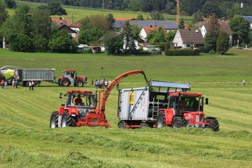 Zurück nach der Schlüter Heimat! Schlüter Euro Trac 1600LS met Pottinger Mex V en Super 1300TVL-LS met Fliegl. Bovenaan Super 3000TVL met Fliegl. Grunlandtage Voglried, 26.05.2019
