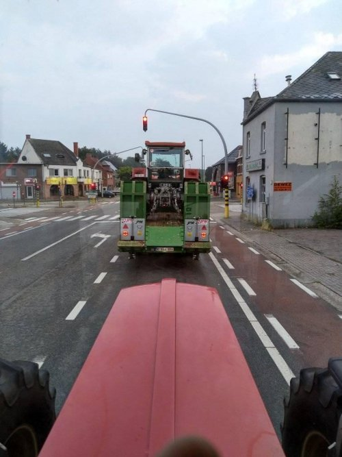 Toen we onderweg waren naar Panningen, deze zomer.. Geplaatst door Schluterfan op 08-12-2019 om 19:38:04, met 10 reacties.