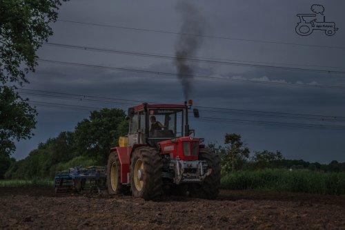 Foto van een Schlüeter Super Trac 1900TVL, bezig met ploegen / eggen.. Geplaatst door koendeutz op 26-05-2014 om 21:27:26, op TractorFan.nl - de nummer 1 tractor foto website.