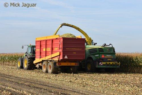 John Deere 7820 met Schuitemaker Rapide 2085 dubbeldoelwagen en John Deere 8400i. Loonbedrijf Paridaen uit Sint Kruis (NL)  Filmpje? -> https://www.tractorfan.nl/movie/49197/