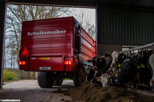 De Schuitemaker Rapide 55V heeft er weer een wagen voer voor gedraaid.. Geplaatst door LandbouwLeistra op 12-04-2016 om 21:48:14, met 9 reacties.