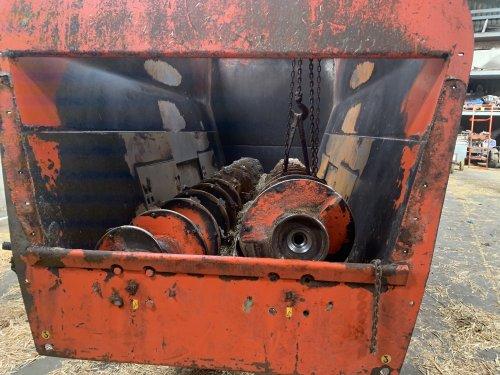 Foto van een Seko Voermengwagen. Lager kapot en as vijzel afgebroken. As door mechanische laten lassen en lager zelf vervangen. Draait inmiddels weer.